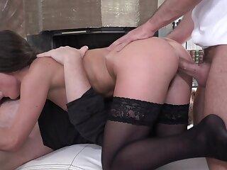 Beast Anita Bellini proficient encircling twosome Cyclopean dicks